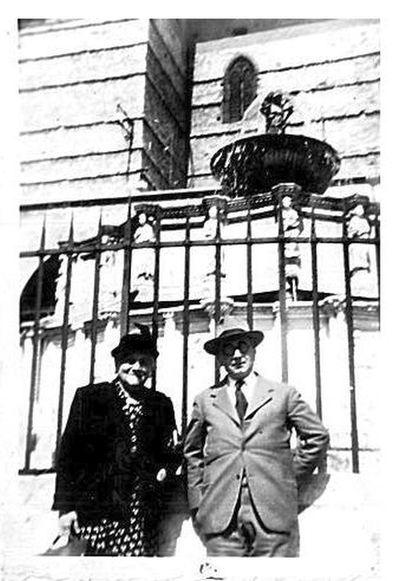 Capitini e Rosa davanti alla Fontana Maggiore