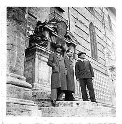 Capitini, Contini e Alberto Apponi davanti a San Lorenzo