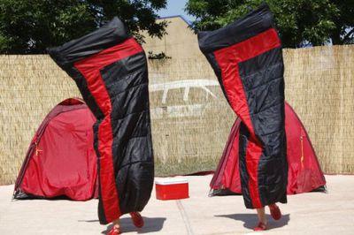 [Les Polyamides Sisters, par la Compagnie les Fées railleuses. Le Mans fait son cirque. 2010 / photographies de Joël Verhoustraeten]