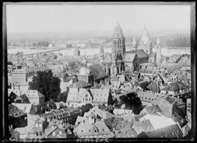 Cathédrale de Mayence, vue panoramique : [photographie de presse] / [Agence Rol]