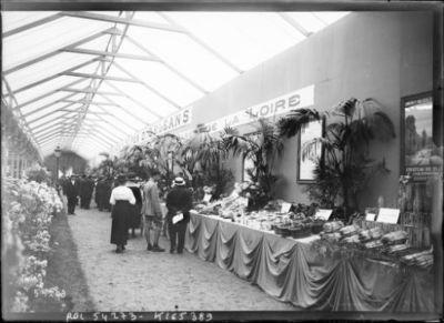 8-6-19, exposition d'horticulture, [stand de la compagnie des chemins de fer d'Orléans, Paris, Cours-la-Reine] : [photographie de presse] / [Agence Rol]