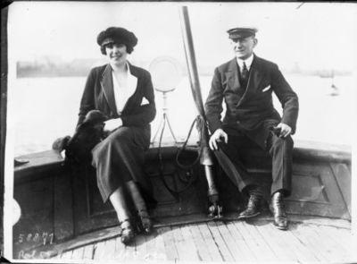 M. [Guglielmo Marconi] et Mme [Beatrice O'Brien] Marconi à bord de l'Elettra : [photographie de presse] / [Agence Rol]