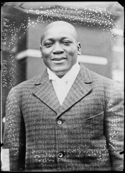 Jack Johnson [portrait du boxeur] : [photographie de presse] / [Agence Rol]