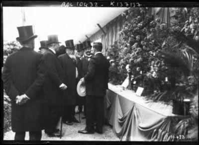 Inauguration de l'exposition d'horticulture par M. Fallières, 25/5/1910 [à Paris, Cours-la-Reine] : [photographie de presse] / [Agence Rol]