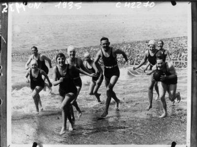Scène de plage en France : [photographie de presse] / Agence Mondial