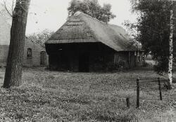 18e eeuwse langgevelboerderij met overstek.