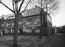 De Rotterdamsche Bank. Op de Heuvel (tegenover de oude pastorie).