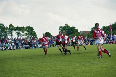 Sport: de wedstrijd tussen voetbalvereniging Estria en Feijenoord. Weet iemand wie dit zijn?