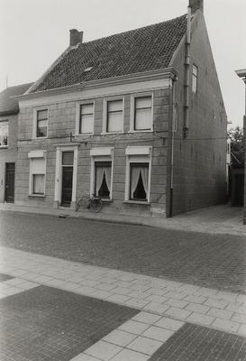 Woonhuis. Gebouwd tussen 1600 en 1700. Verbouwing tussen 1800 en 1900.