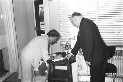 Opening van het kantoor van Van Uden.