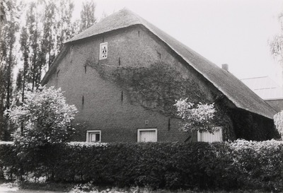 T-boerderij. Gebouwd tussen 1800 en 1850. Verbouwing 1989.