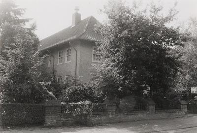 Schoolgebouw; woonhuis. Gebouwd in ca. 1950.