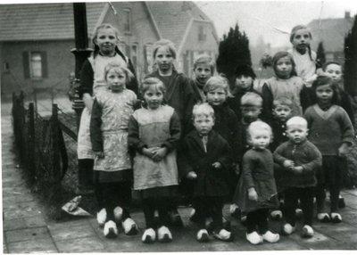 Kinderschare uit de Van de Broekestraat