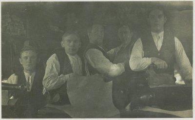 personen in kleermakerij