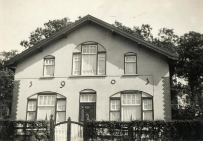 Woning van de NS-opzichter-machinist aan het Smallepad 19 (later 19). Dit huis stond vlak naast het viaduct over de spoorlijn naar Kesteren.