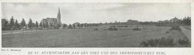 De Sint Ansfriduskerk aan de Jacob Catslaan, gezien vanaf de Vondellaan.