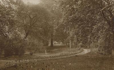 Achtertuin van 't Zand 39. Het pand werd destijds bewoond door Jhr. J.K.H. de Beaufort, die later burgemeester van Leusden werd en ging wonen in Leusderend.