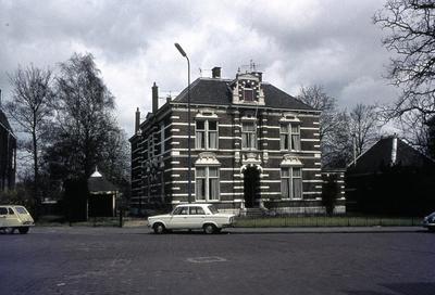 Het Dameshuis van de Thomas Scheltusstichting aan de Snouckaertlaan 17. Voor het pand staat een Fiat 128 (later door Lada doorgebouwd).