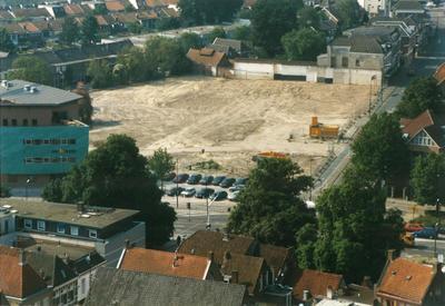 In het midden het bouwterrein van het project Soeverein op de plaats van het autobedrijf van Pon aan de Arnhemseweg.