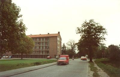 De Heiligenbergerweg, Amersfoort, ter hoogte van de Haydnstraat. Het flatgebouw links omvat de nummers Haydnstraat 1 t/m 15.