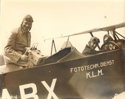 De KLM Fototechnische Dienst aan het werk.