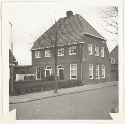 Vanenburgstraat 56 en 58; voorgevel en zijgevel.