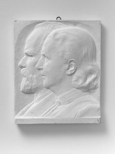 Dubbelportret van dokter Berns en zijn vrouw, naar links gericht en profile. Voorstellende Anthonius Wilhelm Cornelis Berns (Brummen, 24 maart 1837 - Utrecht, 22 oktober           1911) was een Nederlands chirurg, gynaecoloog en geneesheer en directeur van het Burgerziekenhuis te Amsterdam.