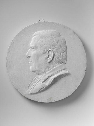 Naar links gericht portret van de Friese schrijver Waling Dijkstra (1821-1914)