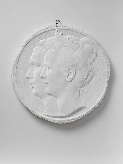 Portret van koningin Wilhemina en prins Hendrik, en profile en naar links gericht.