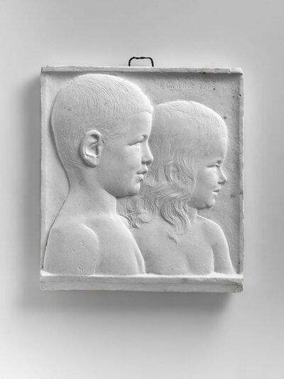 Dubbelportret jongen en meisje, beiden naar rechts gericht en profile.