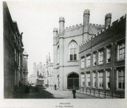 Noordeinde, de gotische gebouwen tegenover het paleis