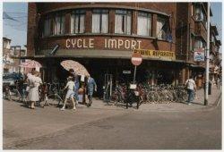 Badhuisstraat 161, Cycle Import, met links de Heemraadstraat