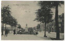 Stadhouderslaan ter hoogte van het standbeeld voor Richard Hol (1824-1904), dirigent en componist