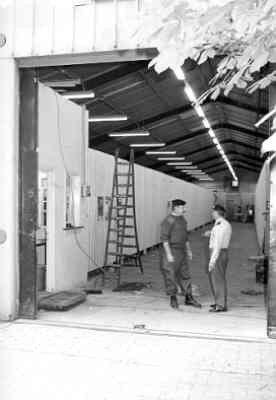 Interieur Loods I (opslag paramaterieel en ski uitrusting) op het terrein van de Van Braam Houckgeestkazerne te Doorn