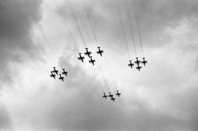 Met een fly-past van 16 Starfighters van Volkel, die in een strakke formatie over de thuisbasis trokken, gaf de vliegbasis Volkel op 17 januari 1975 te kennen het 100.000ste           uur op dit type straaljager te hebben volgemaakt. Dit in een periode van 10 jaren.