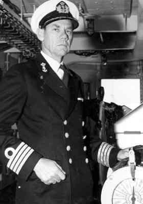 Ktz Rudolf van Wely (1917), commandant van bevoorradingsschip Hr.Ms. Poolster (1964-1994), ging in 1970 met e.o. als ktz