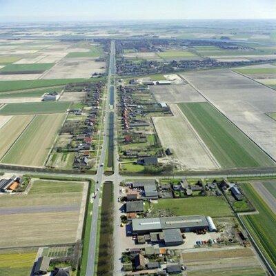 Luchtopname van (een deel van) Anna Paulowna (sinds 2012 een deel van de gemeente Hollands Kroon, Noord-Holland) in 1989.