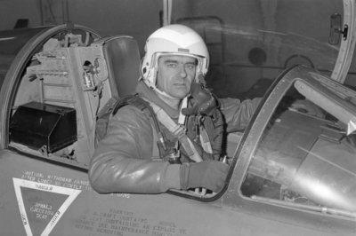 Majoor-vlieger W.H.A. Wijninga (geb. 1932) in de cockpit van een Lockheed F-104G Starfighter. De opname is gemaakt ter gelegenheid van zijn 25-jarig jubileum als           vlieger bij de KLu. (16-1-1954 - 16-1-1979).
