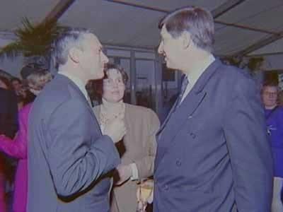 Receptie indienstelling Hr.Ms. Dolfijn (1993- ) met rechts de staatssecretaris van defensie baron van B.J.M. van Voorst tot Voorst
