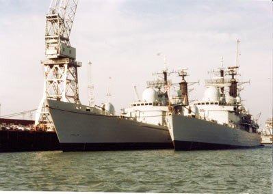 Twee Britse jagers te Portsmouth in 2003
