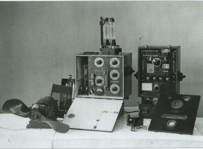 Radio-ontvangst- en zendapparatuur.