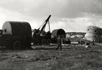 Ontmanteling en transport van een stalen pantserkoepel van het Kernwerk De Beer.<br>