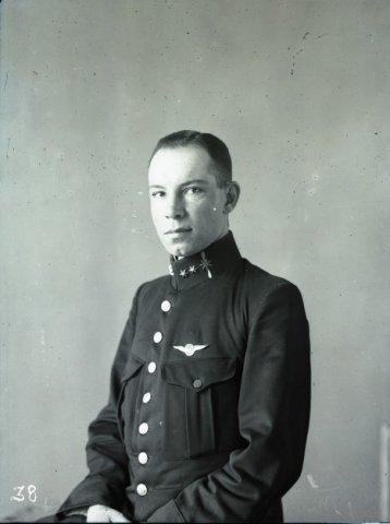 Reserve eerste luitenant-vlieger Mr. F.H. Copes van Hasselt, geboren in 1895