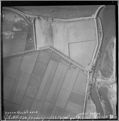 Luchtfoto van een gedeelte van het tijdens de Watersnoodramp van 1953 getroffen gebied.