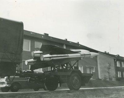 Een MIM-23 Raytheon Hawk pallet-trailer mer 3 raketten tijdens een oefening in Duitsland.<br>