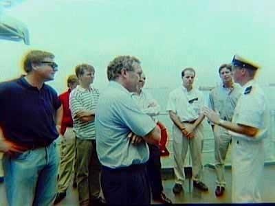 Openstelling van schepen in Soerabaja tijdens de Fairwind '95 reis naar het Midden- en Verre-Oosten in 1995 door het M-fregat Hr.Ms. Van Nes (1994-2008) en het M-fregat           Hr.Ms. Van Galen (1994-2008).