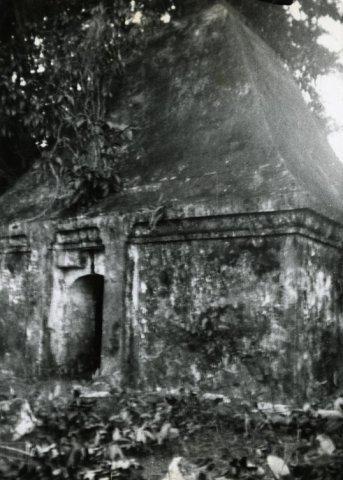 Koningsgraven van de radja's van Bone, Zuid-Celebes.<br>