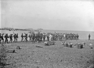 Militaire actie in Ned. Indië omstreeks 1900.