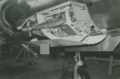 De avionics bay aan de rechterzijde van de romp van een F-104G Starfighter.