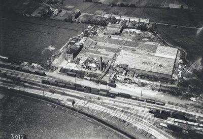 Luchtfoto van een fabriekscomplex in Neede, dat in 1927 werd getroffen door een windhoos.<br>